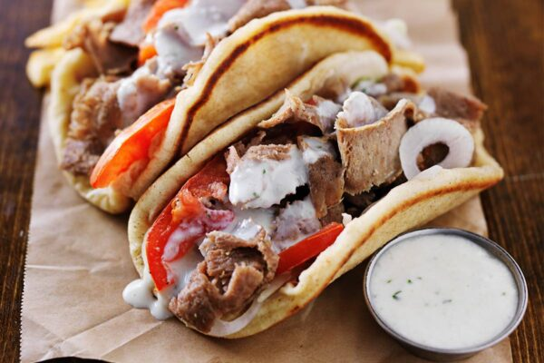 Rømmedressing på kebab miljøbilde