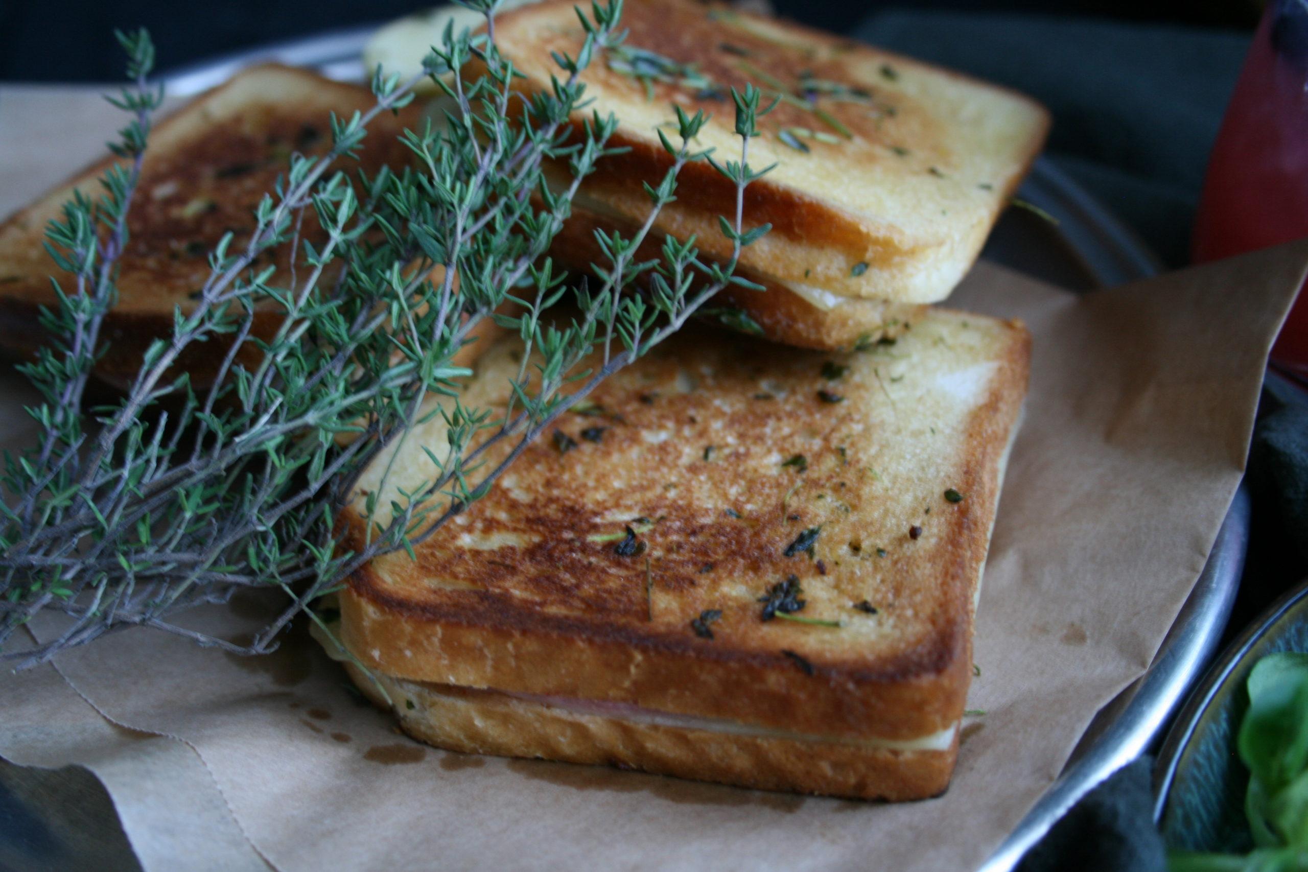 Toast i stekepanne med timian